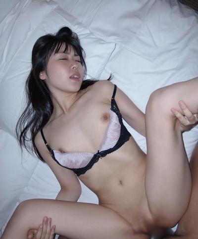 【癒しエロ画像】あどけない顔!キュートな表情!つぼみの美少女系ヌードが激カワw(52枚) 32