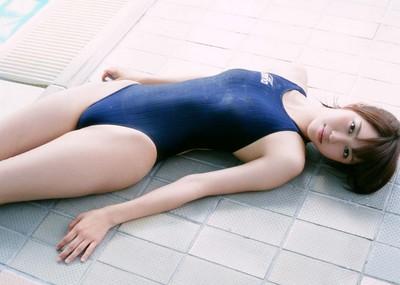 正統派美少女の競泳水着は天使のように可愛らしい
