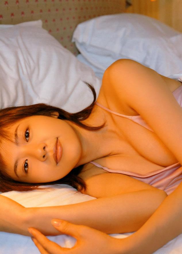 【グラビアエロ画像】今も昔も変わらぬエロさ!白石美帆のセクシー画像!(52枚) 02
