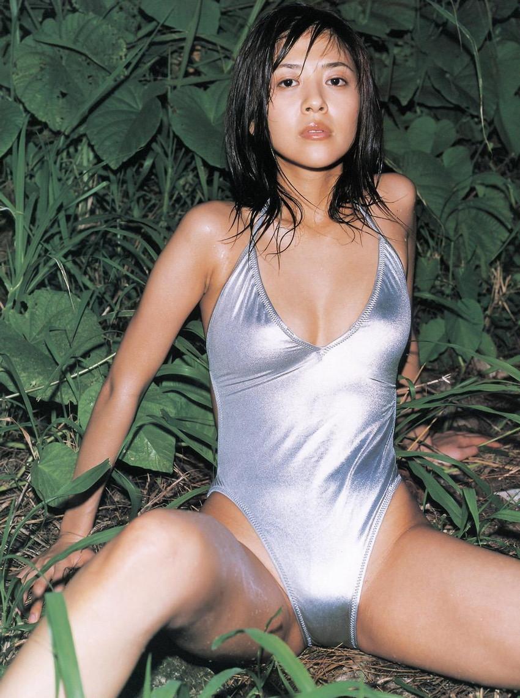 【グラビアエロ画像】今も昔も変わらぬエロさ!白石美帆のセクシー画像!(52枚) 23