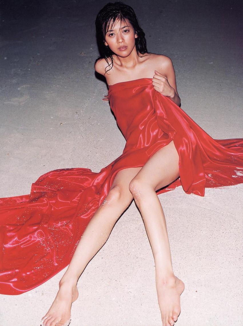 【グラビアエロ画像】今も昔も変わらぬエロさ!白石美帆のセクシー画像!(52枚) 26