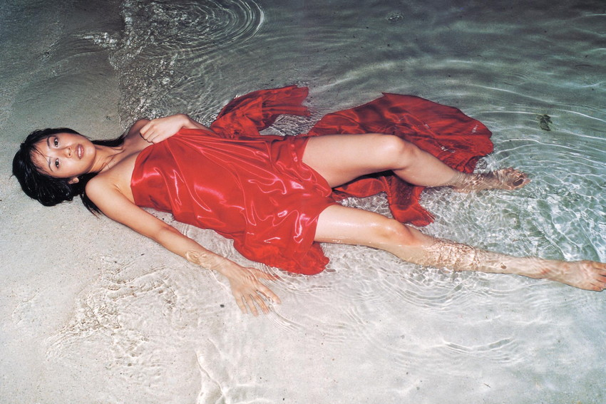 【グラビアエロ画像】今も昔も変わらぬエロさ!白石美帆のセクシー画像!(52枚) 35
