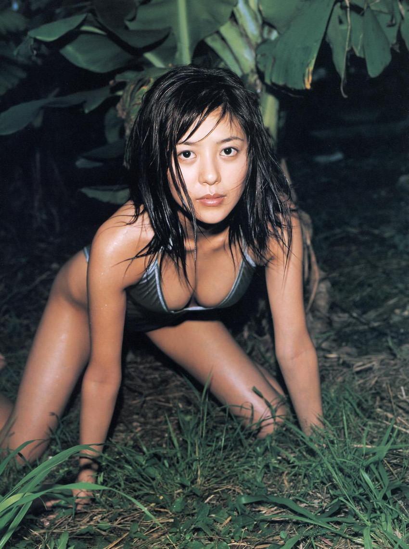 【グラビアエロ画像】今も昔も変わらぬエロさ!白石美帆のセクシー画像!(52枚) 38