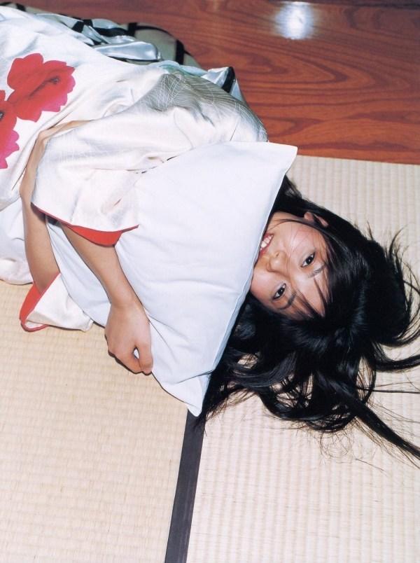 【グラビアエロ画像】今も昔も変わらぬエロさ!白石美帆のセクシー画像!(52枚) 46
