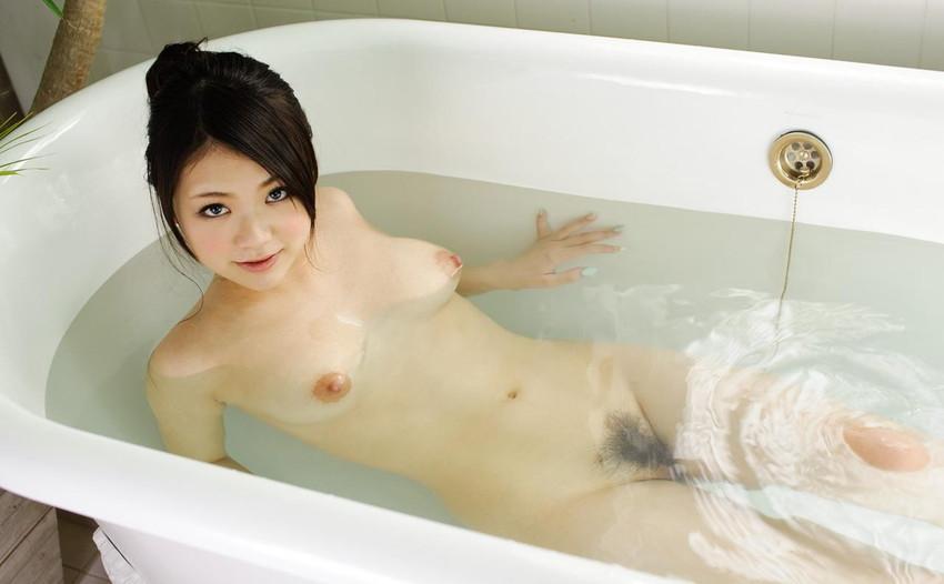 【巨乳美少女エロ画像】鶴田かなの童顔なのに豊満な素敵ボディがエロすぎるw(53枚) 26