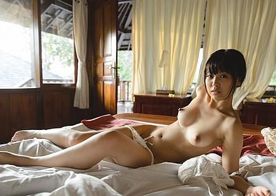 【パンツエロ画像】パンティ一枚だけの美女が見せるエッチな姿がこちらw(52枚)