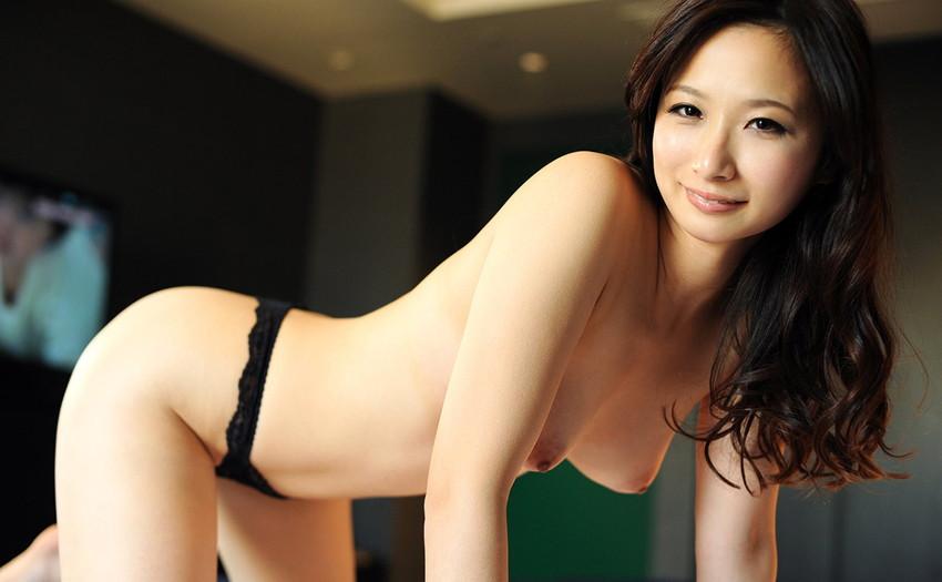 【パンツエロ画像】パンティ一枚だけの美女が見せるエッチな姿がこちらw(52枚) 08