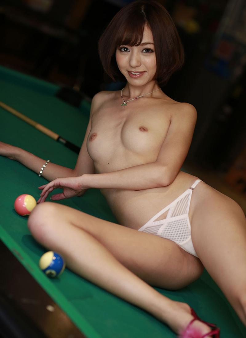 【パンツエロ画像】パンティ一枚だけの美女が見せるエッチな姿がこちらw(52枚) 36
