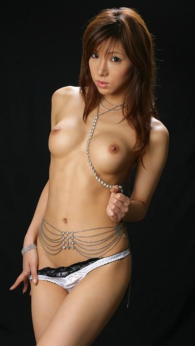 【パンツエロ画像】パンティ一枚だけの美女が見せるエッチな姿がこちらw(52枚) 17