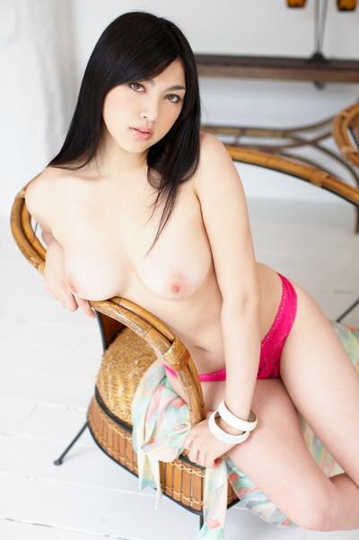 【パンツエロ画像】パンティ一枚だけの美女が見せるエッチな姿がこちらw(52枚) 30