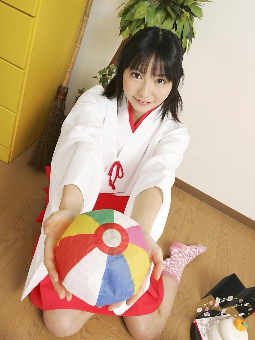 【巫女エロ画像】赤と白の卑猥な共演!美女の巫女服姿が神をも恐れぬエロさ!(51枚) 38