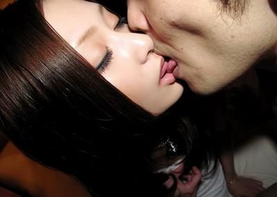 こんな美人とキスがしてみたい!清楚美女の濃密なディープキス画像