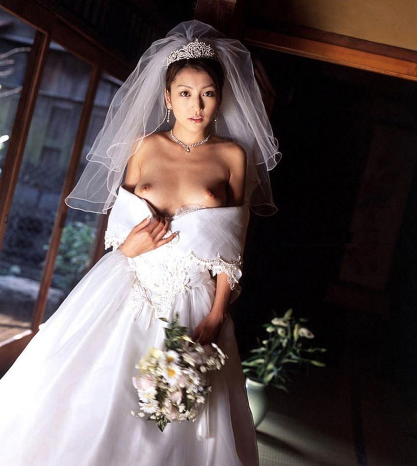 【花嫁エロ画像】美女の乱れたウェディングドレス姿が激エロw(53枚) 19