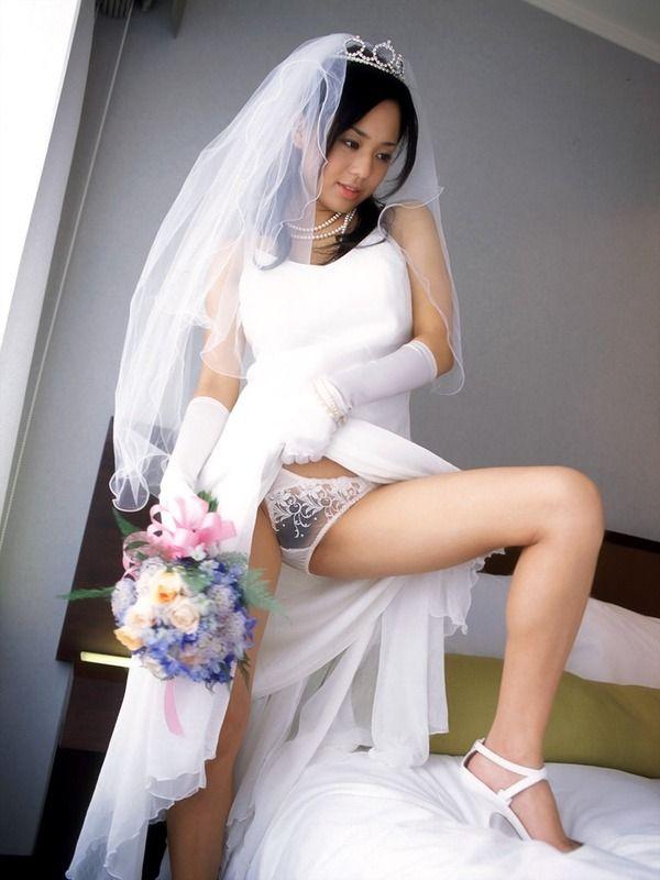 【花嫁エロ画像】美女の乱れたウェディングドレス姿が激エロw(53枚) 26