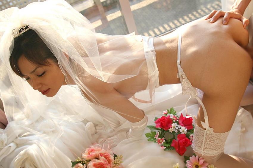 【花嫁エロ画像】美女の乱れたウェディングドレス姿が激エロw(53枚) 29