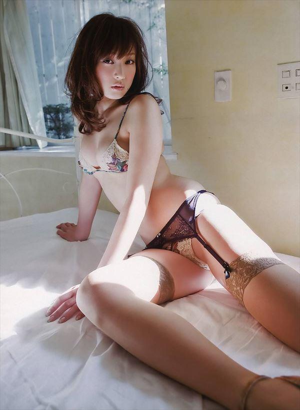【グラビアエロ画像】口元のほくろにホレボレする池田夏希のセクシーボディw(50枚) 30