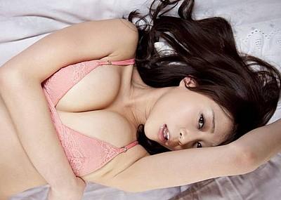 【グラビアエロ画像】高橋亜由美の谷間がエロすぎるドスケベボディwww(50枚)