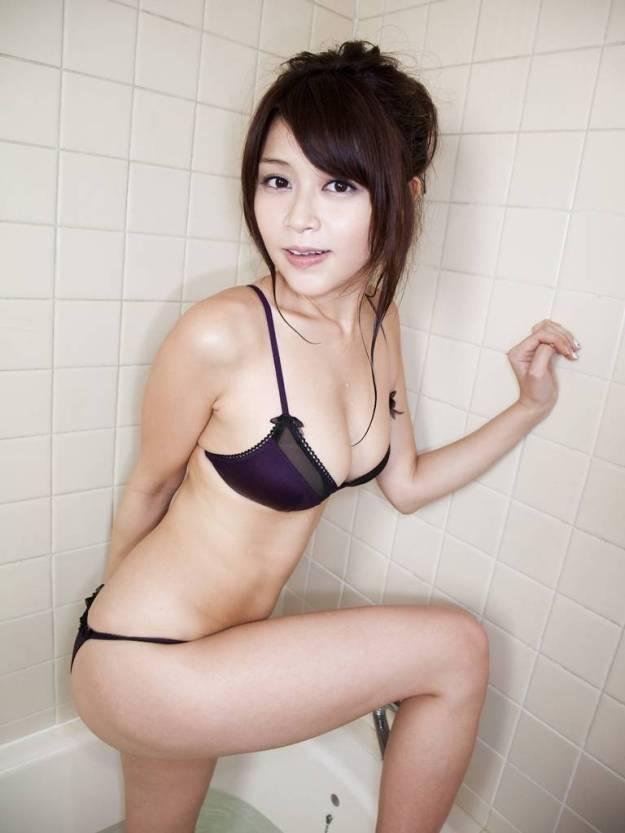 【グラビアエロ画像】高橋亜由美の谷間がエロすぎるドスケベボディwww(50枚) 45