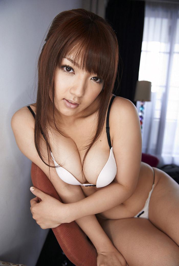 【巨乳女優エロ画像】神咲詩織の大きさも形も色も最高な究極おっぱいヌードw(52枚) 42