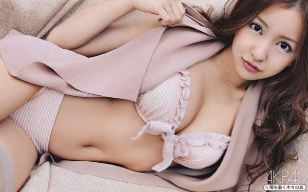 【グラビアエロ画像】AKB卒業生、ともちんこと板野友美の水着姿が可愛いw(50枚)