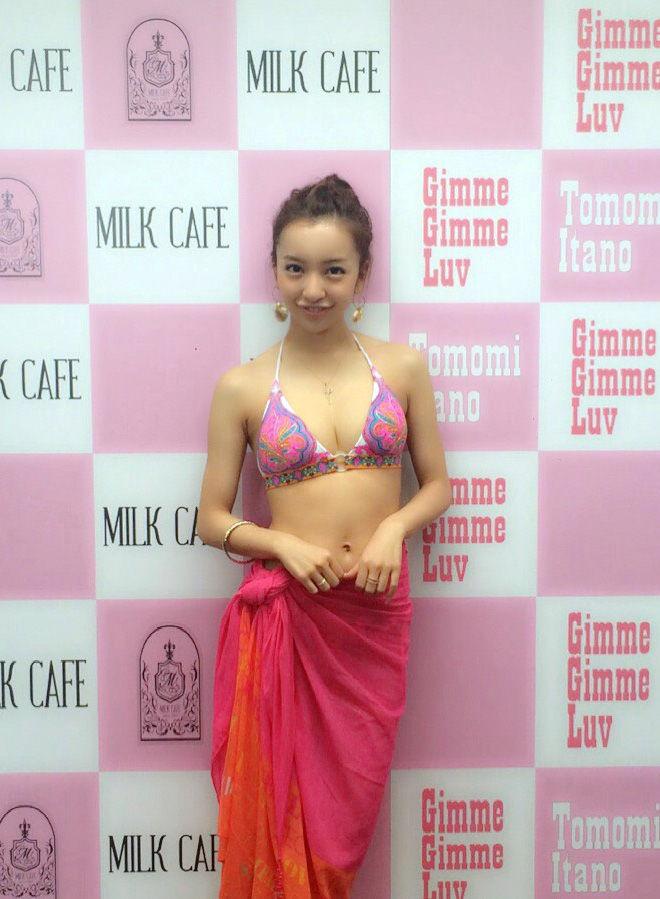 【グラビアエロ画像】AKB卒業生、ともちんこと板野友美の水着姿が可愛いw(50枚) 04