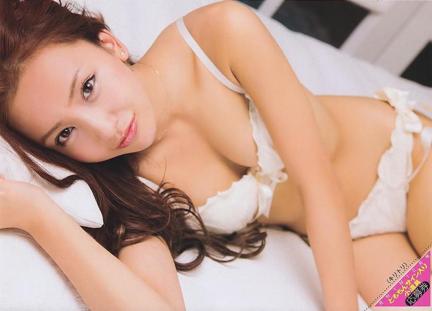 【グラビアエロ画像】AKB卒業生、ともちんこと板野友美の水着姿が可愛いw(50枚) 45