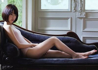 【グラビアエロ画像】HKT宮脇咲良のセクシー水着姿がエロ可愛いwwww(54枚)