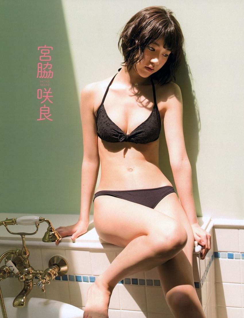 【グラビアエロ画像】HKT宮脇咲良のセクシー水着姿がエロ可愛いwwww(54枚) 03