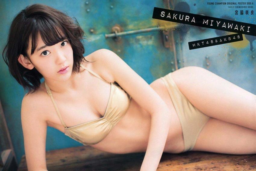 【グラビアエロ画像】HKT宮脇咲良のセクシー水着姿がエロ可愛いwwww(54枚) 33