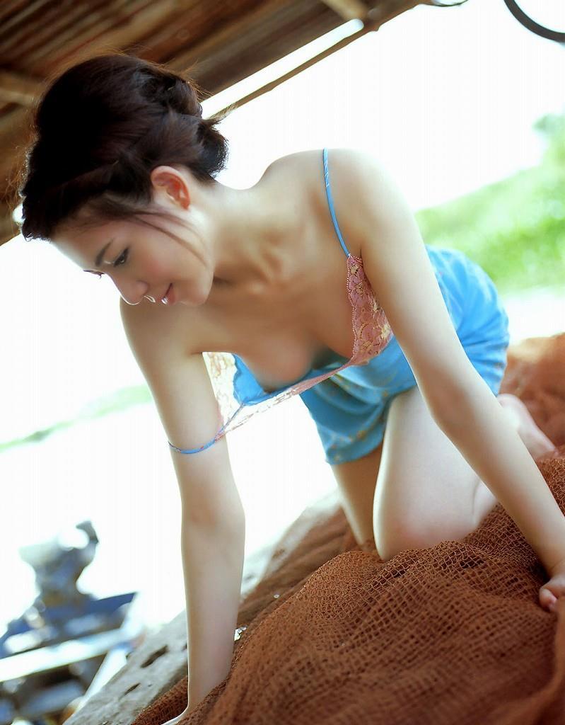 【鎖骨エロ画像】美女のエロい鎖骨が骨フェチでなくても抜けるwwwww(52枚) 31