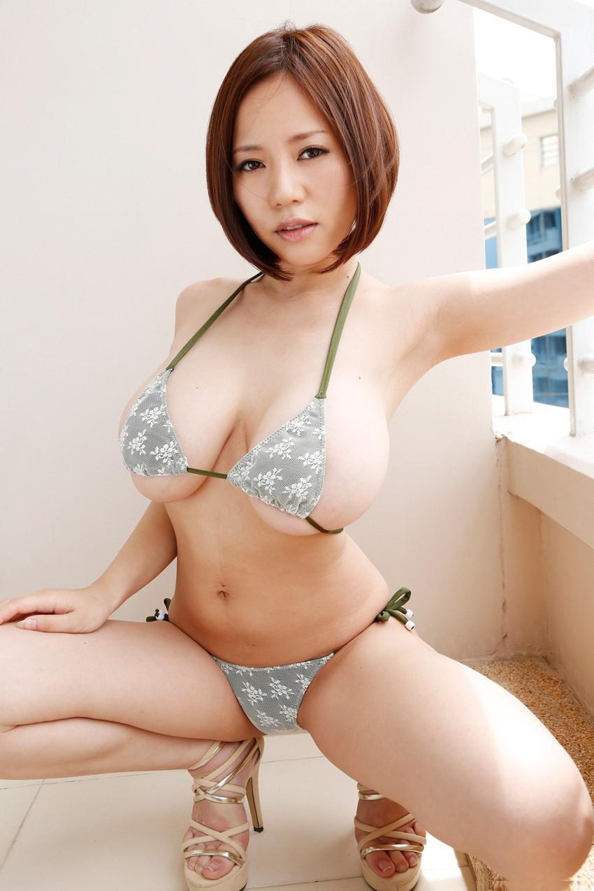 【爆乳エロ画像】西條るりが魅せる衝撃のMカップ生おっぱい!(50枚) 37
