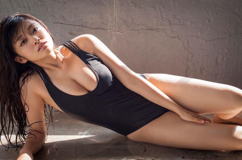 【グラビアエロ画像】人気沸騰中のグラ女優!山地まりのFカップ水着姿がエロいw(52枚) 07