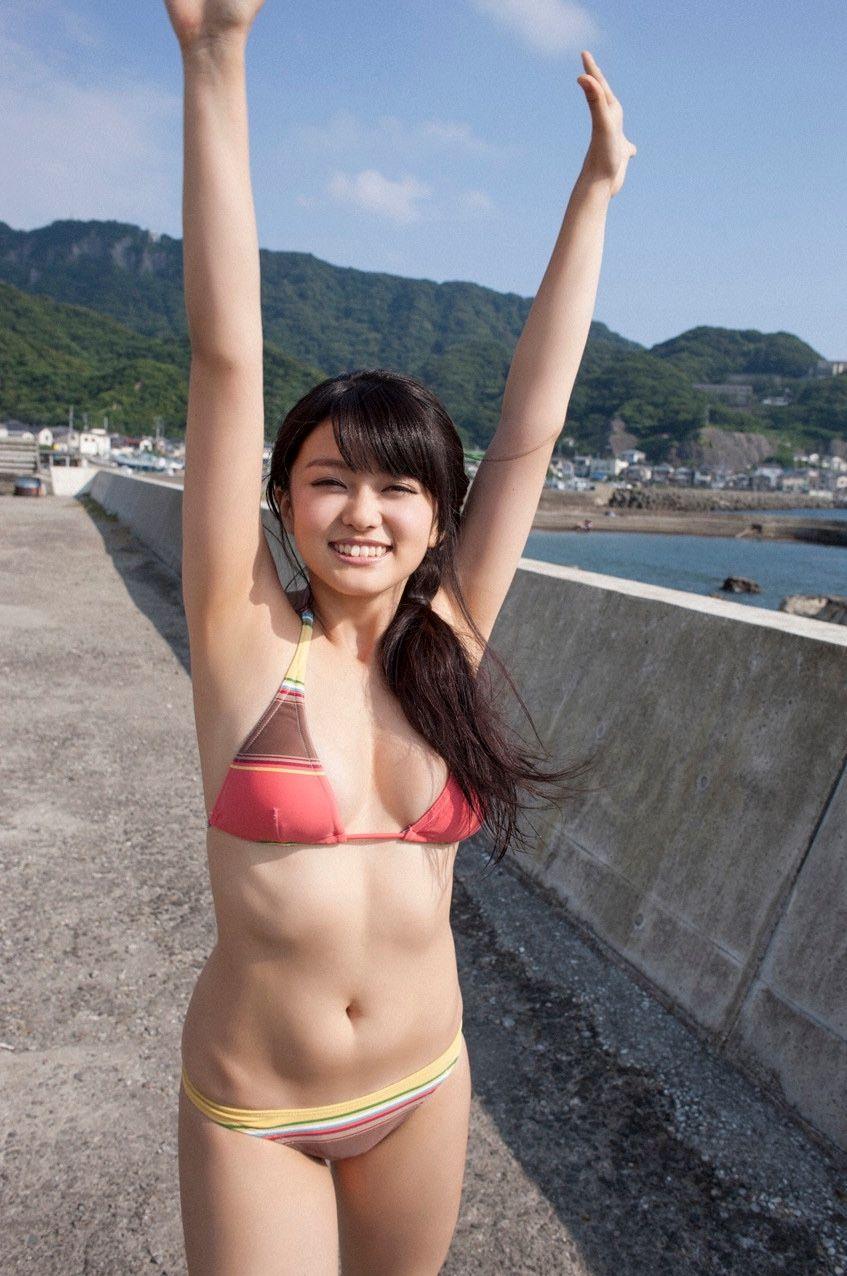 【グラビアエロ画像】人気沸騰中のグラ女優!山地まりのFカップ水着姿がエロいw(52枚) 16