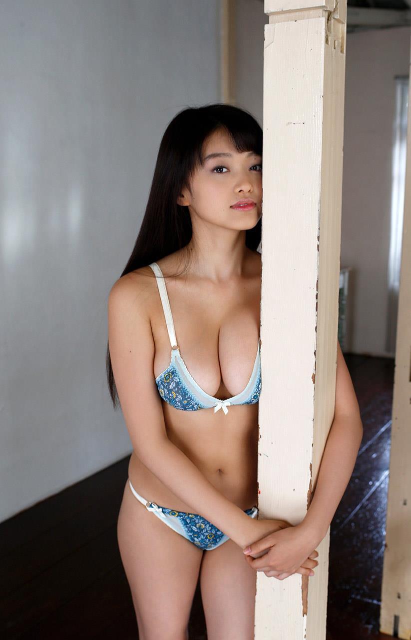 【グラビアエロ画像】人気沸騰中のグラ女優!山地まりのFカップ水着姿がエロいw(52枚) 33