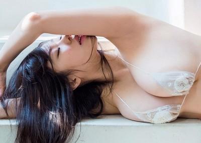 【鈴木ふみ奈】パイズリ希望!96㎝爆乳ビキニおっぱい巨乳下着画像まとめ40枚