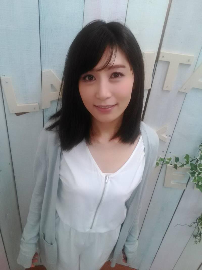 【人妻エロ画像】清楚で美しい佐々木あきが艶めかしい痴態をさらしますw(50枚) 17