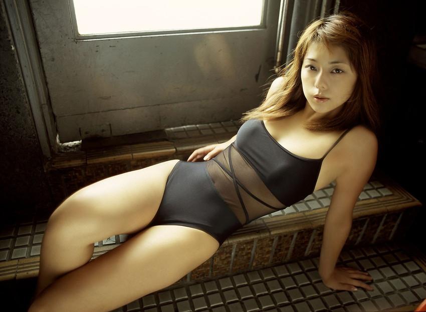 【グラビアエロ画像】吉岡美穂の懐かしきセクシー姿はいつ見てもメチャシコw(50枚)