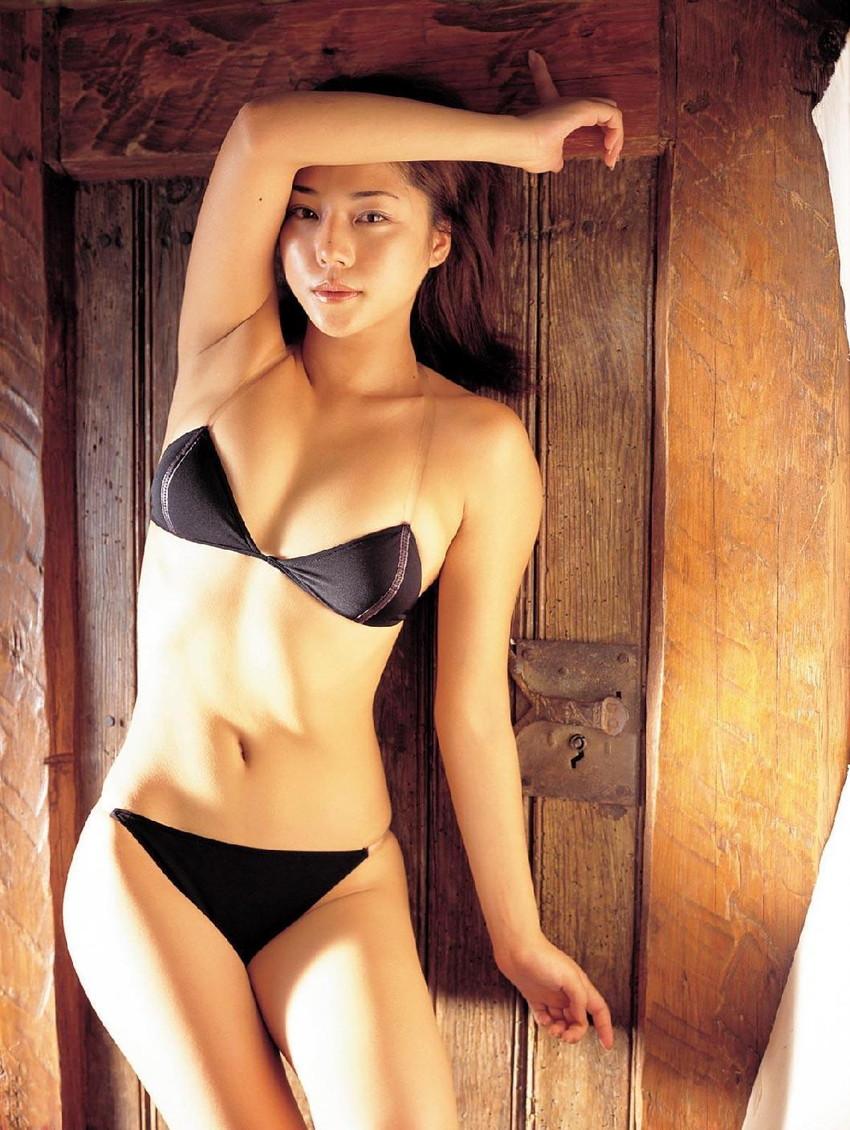 【グラビアエロ画像】吉岡美穂の懐かしきセクシー姿はいつ見てもメチャシコw(50枚) 09