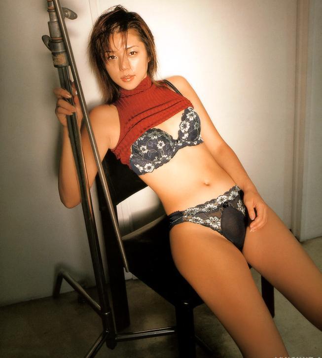 【グラビアエロ画像】吉岡美穂の懐かしきセクシー姿はいつ見てもメチャシコw(50枚) 15