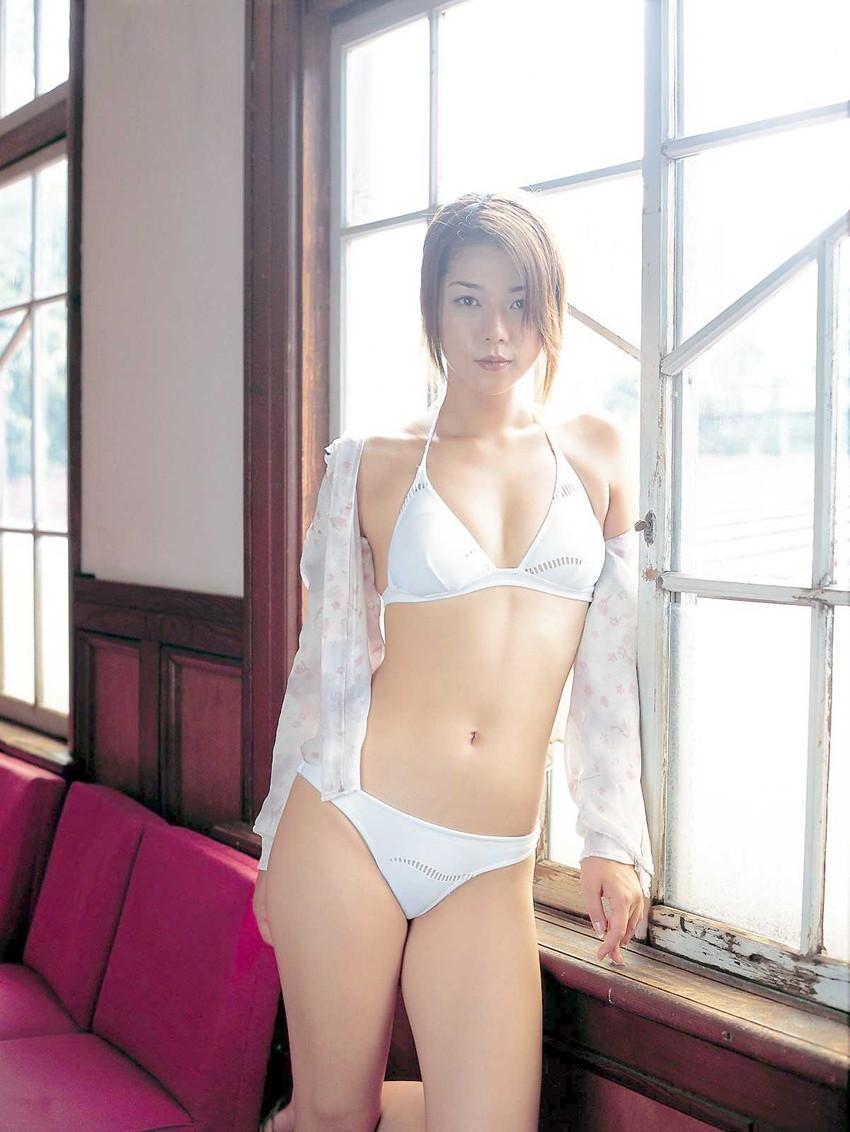 【グラビアエロ画像】吉岡美穂の懐かしきセクシー姿はいつ見てもメチャシコw(50枚) 30