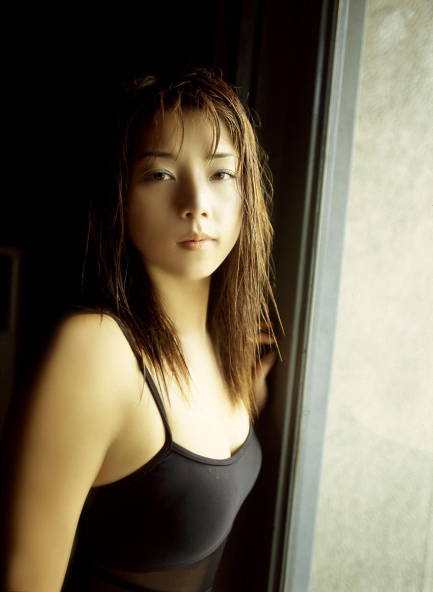 【グラビアエロ画像】吉岡美穂の懐かしきセクシー姿はいつ見てもメチャシコw(50枚) 47