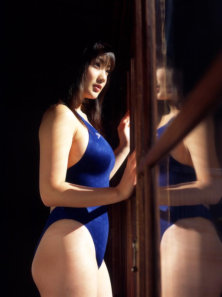 【水着エロ画像】露出度だけがエロさじゃない!ワンピース水着姿に魅入られる!(50枚) 26