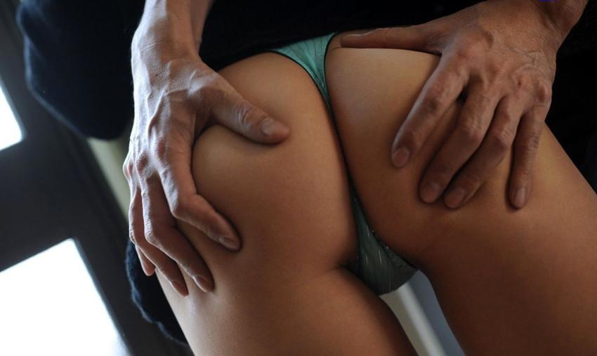 【尻揉みエロ画像】美女が尻を揉まれている卑猥な姿にwwwww(50枚) 34