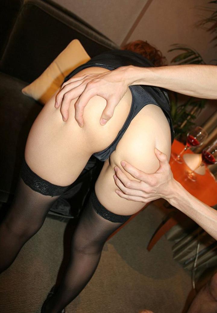 【尻揉みエロ画像】美女が尻を揉まれている卑猥な姿にwwwww(50枚) 50
