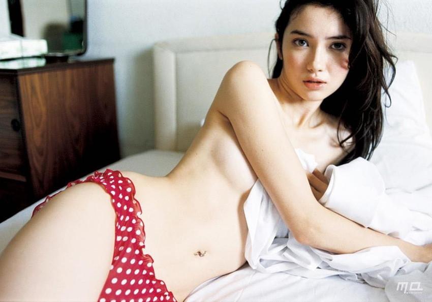 【グラビアエロ画像】市川紗椰の上品なセクシー姿!隠れ巨乳で有名です!(50枚) 30