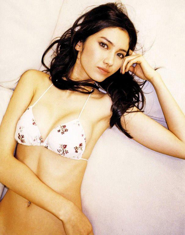 【グラビアエロ画像】市川紗椰の上品なセクシー姿!隠れ巨乳で有名です!(50枚) 40