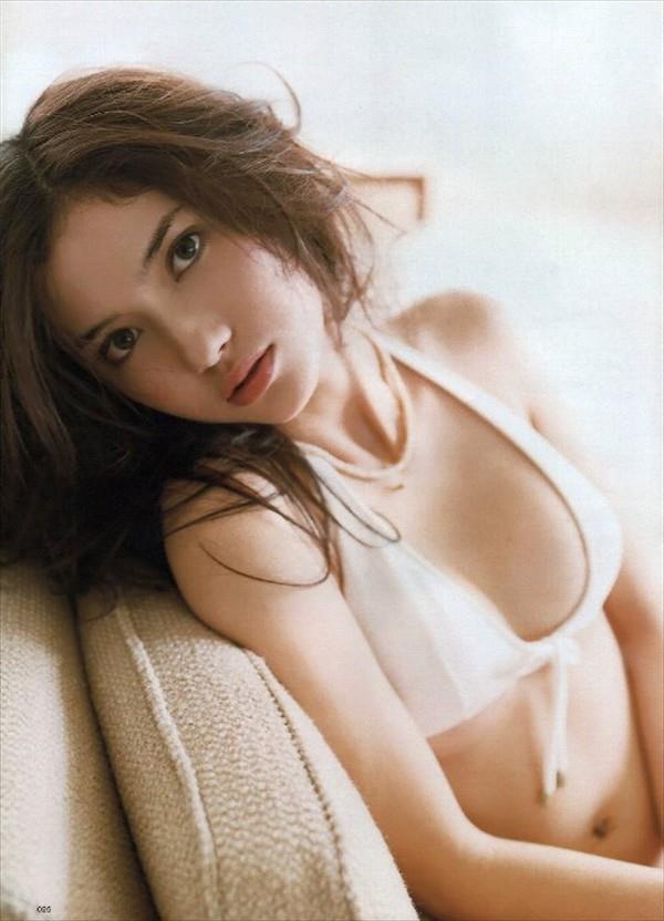 【グラビアエロ画像】市川紗椰の上品なセクシー姿!隠れ巨乳で有名です!(50枚) 44