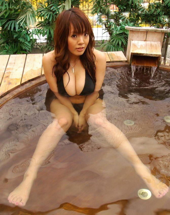 【爆乳エロ画像】「世界一凄いオッパイポルノ女優」Hitomiの爆乳エロ画像!(50枚) 16