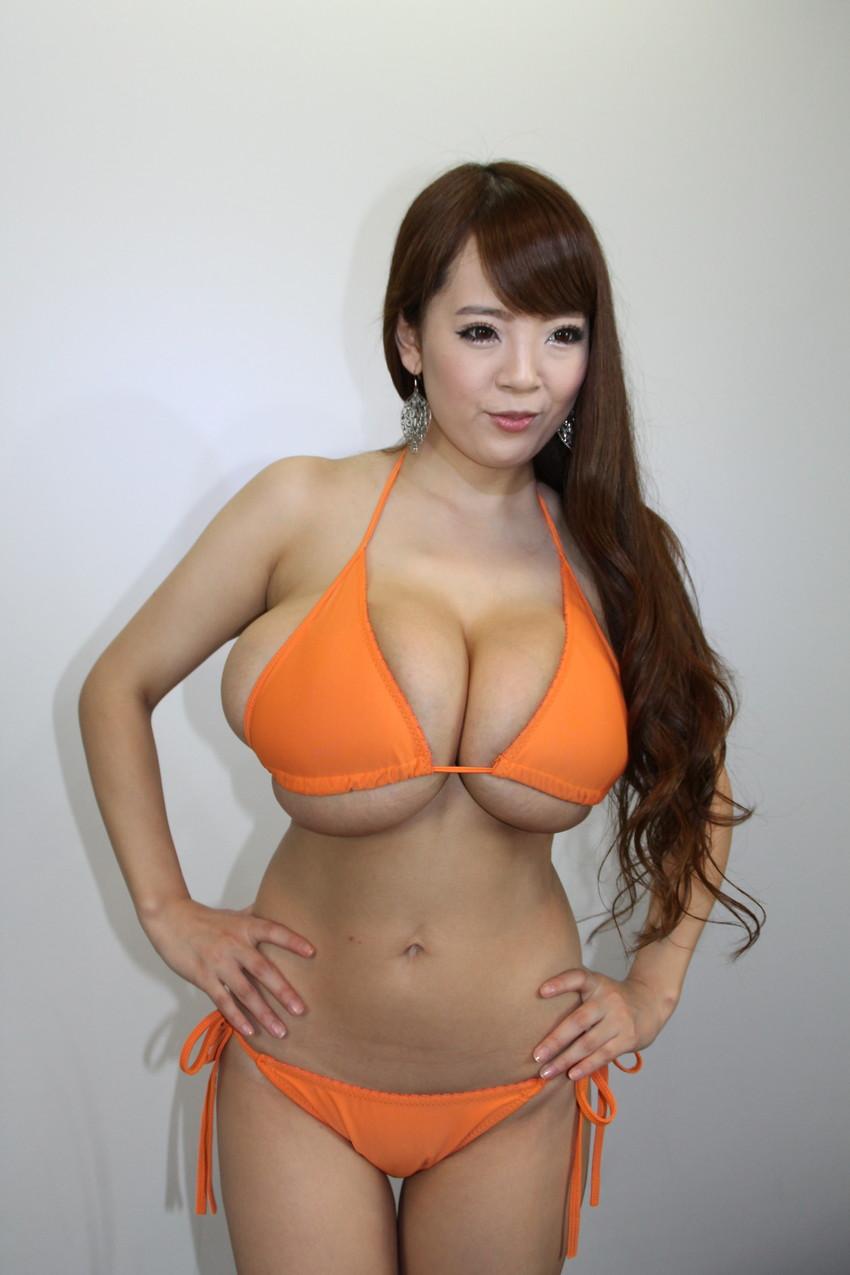 【爆乳エロ画像】「世界一凄いオッパイポルノ女優」Hitomiの爆乳エロ画像!(50枚) 17