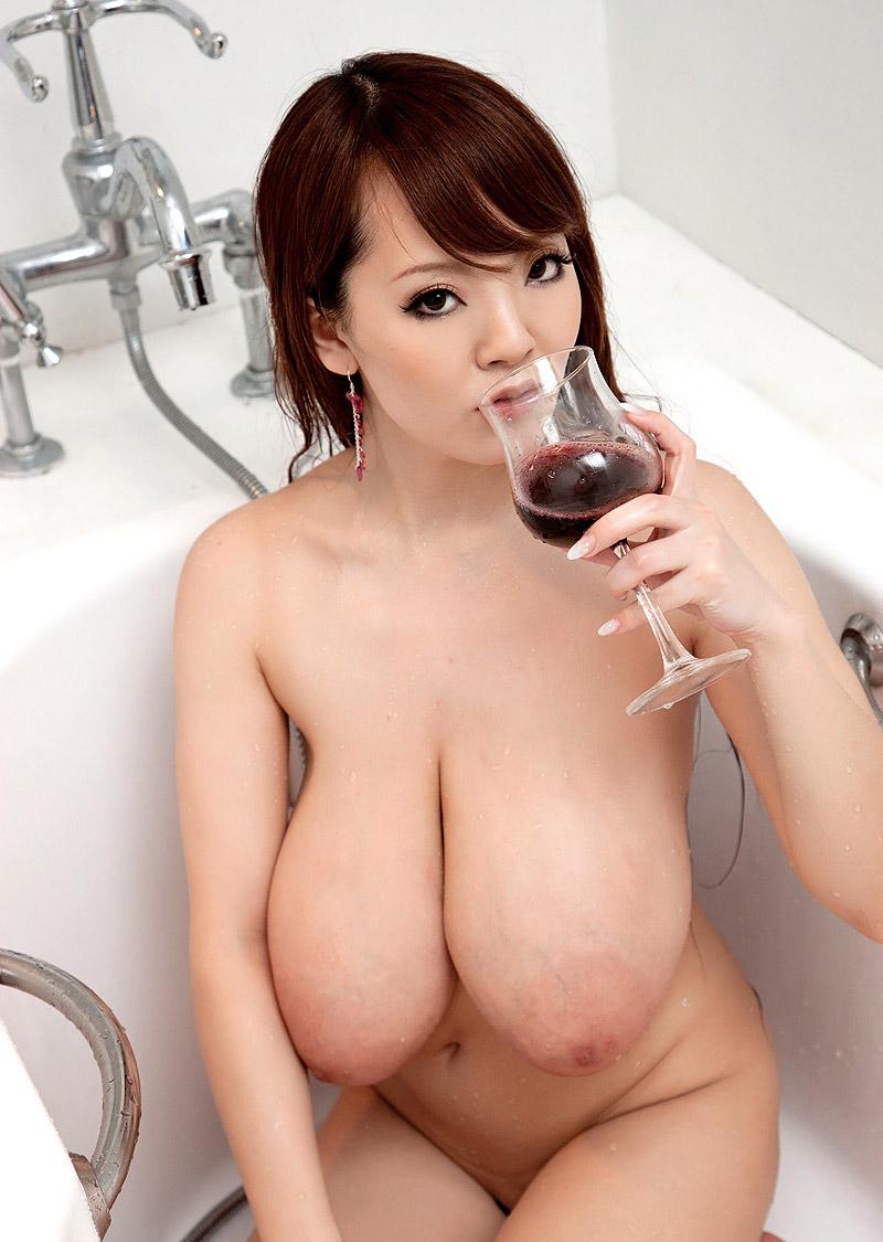【爆乳エロ画像】「世界一凄いオッパイポルノ女優」Hitomiの爆乳エロ画像!(50枚) 39